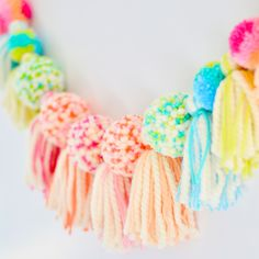 Andressa's Favorite Pom Pom and Yarn Tassel Decor Andressa's Favorite PomPom and Yarn Tassel Decor Ideas from Fancy Flamingo Design which is the culmination of a lifetime of creative endeavors. Crafts For Teens To Make, Crafts To Sell, Diy And Crafts, Crafts For Kids, Arts And Crafts, Kids Diy, Decor Crafts, Pom Pom Wreath, Tassel Garland