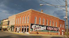 """The Teleologic Leaning Company Building"" in Atlanta Illinois  http://route66jp.info Route 66 blog ; http://2441.blog54.fc2.com https://www.facebook.com/groups/529713950495809/"