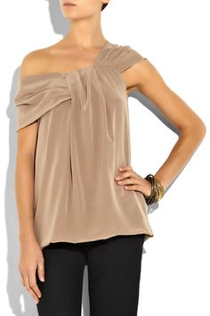 For those of you who know me.. you know I'm a one shoulder fanatic!