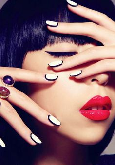 In this article I will represent the new nails trend called outlined nails. You can find it by some other names such as border nails or framed nails but is about the same thing. Love Nails, How To Do Nails, Fun Nails, Pretty Nails, Orange Nail Art, Orange Nails, White Nail Polish, White Nails, Black Nails