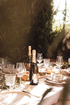 Chandon Brut, paired perfectly with grazing boards made to share. Our Brut styling favourites: Natural linens