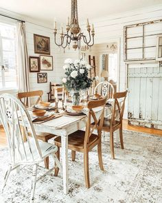 Cottage Dining Rooms, Dining Room Table, Shabby Chic Dining Room, Dining Decor, Dining Chairs, Farmhouse Decor, Farmhouse Style, White Farmhouse, Farmhouse Furniture