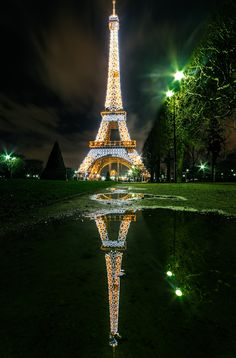 The Eiffel Tower (Tour Eiffel) in Paris. Paris Torre Eiffel, Paris Eiffel Tower, Eiffel Towers, Beautiful Paris, Beautiful World, Places To Travel, Places To See, Places Around The World, Around The Worlds