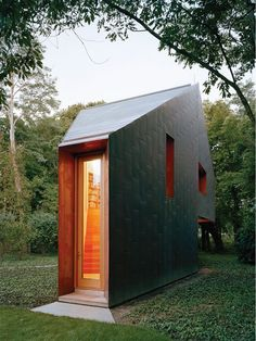 This Copper-Clad Writer's Studio Changes Color in the Shifting Light of the Day - Interior design & architecture - Modern Tiny House, Tiny House Design, Interior Architecture, Architecture Apps, India Architecture, Interior Design, Loft, Backyard, Houses
