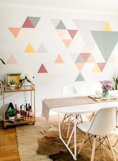 A DIY Geometric Wall Mural with BEHR Paint. A DIY Geometric Wall Mural with We had a difficult time determining what to do with this blank space at home. So, we teamed up with Behr to create an awesome DIY geometric wall mural! Creative Wall Painting, Wall Painting Decor, Wall Paintings, Creative Walls, Painting Designs On Walls, Painted Wall Murals, Paneling Painted, Wallpaper Designs For Walls, Wall Paint Patterns
