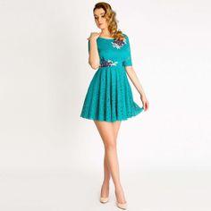 Cambrata pe trup si cu falduri discrete pornind din talie, rochie de zi Daria este potrivita drept rochie de ocazie, pentru numeroase evenimente. Bali, Vintage, Style, Fashion, Atelier, Swag, Moda, Fashion Styles, Vintage Comics