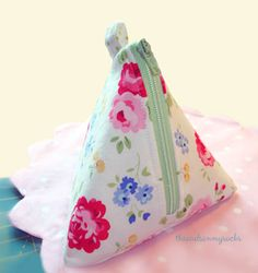 pam kitty picnic fabric  triangle pouch
