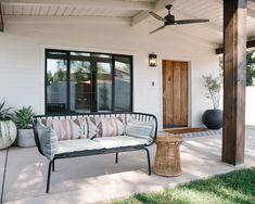 49 Outdoor Patio Ideas That Will Excite and Inspire You Outdoor Sofa, Outdoor Spaces, Outdoor Furniture Sets, Outdoor Decor, Smith Gardens, Small Backyard Landscaping, Landscaping Ideas, English Garden Design, Farmhouse Garden
