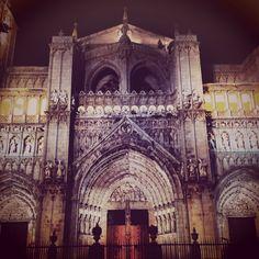Conoce la nueva entrada del #blog de toledocontigo.com. En ésta ocasión hablamos de nuestra #ruta #nocturna de #subterráneos en #Toledo http://toledocontigo.com/nuestra-ruta-nocturna/