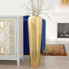 Vase is a great detail for The vase fits with white and floors. The vase can also be matched with furniture and to artificial This vase can include artificial tree as well as fresh flowers. Large Floor Vase, Tall Floor Vases, Mosaic Vase, Mosaic Diy, Floor Vase Decor, Vases Decor, Candle Centerpieces, Candles, Metal Floor