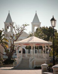 San Jose del Cabo, Mexico | ... Kiosk and church at San José del Cabo, Baja California Sur, México
