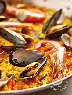Risotto with prawns and mussels - Il Risotto ai gamberoni e cozze è un must di primo di pesce sempre valido, in qualunque stagione! Per una cenetta estiva o invernale, nostalgica del mare! #risottogamberoni #risottocozze