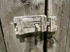 diy door latches for barn doors Wooden Door Knobs, Wooden Hinges, Wooden Barn Doors, Wooden Gates, Wood Doors, Barn Wood, Rustic Wood, Barn Door Latch, Gate Latch