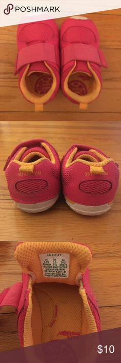Toddler Stride Rite Sneakers👟 Stride Rite Soft Motion Sneaker Size 4.5 W Worn a few times before I realized they were a little too small for my daughter! 🤦🏼♀️ Stride Rite Shoes Sneakers