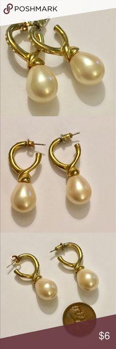 Vintage Pearl gold dangle earrings Great condition Vintage Jewelry Earrings