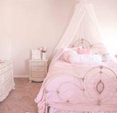 5 Must-Haves For A Beautiful & Feminine Bedroom Hogar Cute Bedroom Ideas, Pretty Bedroom, Dream Bedroom, Girls Bedroom, Bedroom Decor, Shabby Bedroom, Pink Bedrooms, Small Bedrooms, Guest Bedrooms