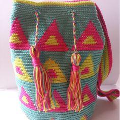 Mira este artículo en mi tienda de Etsy: https://www.etsy.com/es/listing/500236990/wayuu-backpack-wayuu-bag-bag-colors