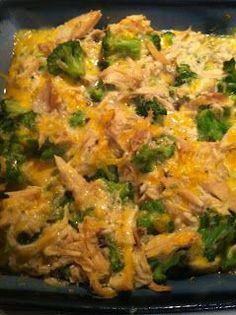 Easiest Dinner Ever! Chicken Broccoli Casserole Approximately 3 cups of shredded chicken 16 oz bag of frozen broccoli (cooked) 1 container of cream of mushroom soup* 1 cup of shredded cheddar cheese Garlic powder and pepper to taste Preheat oven t Think Food, I Love Food, Good Food, Yummy Food, Low Carb Recipes, Cooking Recipes, Healthy Recipes, Yummy Recipes, Skinny Recipes