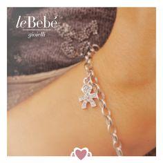 Sempre con te un prezioso emblema del tuo amore di mamma, un bracciale in oro bianco con ciondolo in pavé di diamanti. :) #fieradiesseremamma #lebebé #gioielli #bracciale