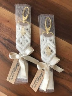 Bohemian Macrame Keychain Wedding favors, Babyshower Gift for Guests, Bridal Shower Favors – With elegant tulle packaging - DIY Geschenke 2019 Wedding Favours Bridesmaids, Bridesmaid Gift Bags, Beach Wedding Favors, Bridal Shower Favors, Bridal Showers, Wedding Gifts, Wedding Cakes, Tulle Wedding, Wedding Venues