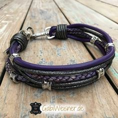 Luxus Hundehalsband Leder in Lila exklusiv mit Ohr Tunnel Girl Dog Collars, Dog Tutu, Girl And Dog, Doodles, Bracelets, Dress, Jewelry, Lilac, Pets