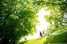 まるで新緑のグリーンシャワー! @エンゲージメントフォト - ○○しゃしんのじかん http://blog.goo.ne.jp/moriken_photo/