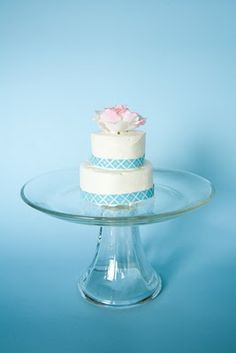 mini wedding cake for couple to share after cutting