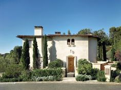 Mediterranean homes – Mediterranean Home Decor Spanish Colonial Homes, Spanish House, Spanish Courtyard, Courtyard Design, Pacific Palisades, Mediterranean Home Decor, Traditional Exterior, Tuscan Style, Classical Architecture