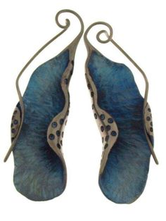 JOSE MARÍN - GOLDSMITH. These sinuous earrings remind me of sea slugs or nudibranches - ugly names for beautiful creatures.