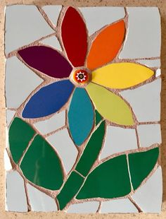 Mosaic rainbow flower with milefiori centre Mosaic Flowers, Stained Glass Flowers, Stained Glass Patterns, Stained Glass Art, Mosaic Garden Art, Mosaic Pots, Mosaic Glass, Mosaic Tiles, Mosaic Crafts