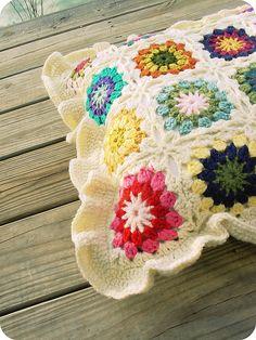 granny square pillow pattern #crochet