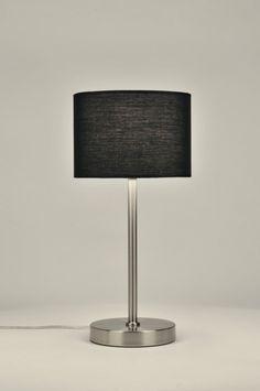 artikel 71230 Tafellamp, uitgevoerd met een stevig armatuur van geschuurd staal. De ronde stoffen kap is zwart van kleur. https://www.rietveldlicht.nl/artikel/tafellamp-71230-modern-staal_-_rvs-stof-zwart-rond