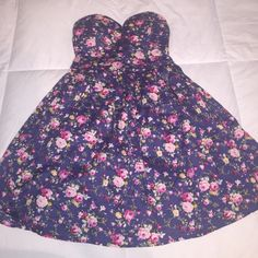 Strapless Floral dress. Floral dress. Worn once to a family cookout. Great conditions. Size medium. Stretchy material around the back. Dresses Prom