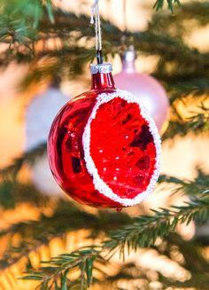 Reflektorkule fra 1950/60-tallet Christmas Bulbs, Holiday Decor, Home Decor, Decoration Home, Christmas Light Bulbs, Room Decor, Home Interior Design, Home Decoration, Interior Design