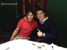 Rafa Nadal y Cristiano Ronaldo: http://mimarcafavorita.net/2012/02/22/rafa-nadal-y-cristiano-ronaldo-cenando-juntos-despues-de-rodar-un-anuncio-para-nike/