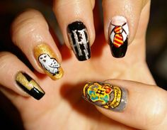 I Paint My Nails With Favorite Cartoons, Movies And Snacks Ich male meine Nägel mit Lieblings – Cartoons, Filmen und Snacks Gelangweilter Panda Harry Potter Nails Designs, Harry Potter Makeup, Harry Potter Nail Art, Harry Potter Puns, Harry Potter Birthday, Maquillaje Harry Potter, Cute Nails, Pretty Nails, Anniversaire Harry Potter