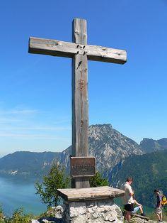 Gipfelkreuz des Sonnsteins Kirchen, Lake District, Wind Turbine, Austria, Sweet Home, Spaces, Round Round, Vacation, House Beautiful