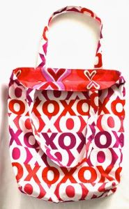 Whether you are in need of a new handbag or looking for a gift for a friend, this adorable Reversible and Simple Tote Bag Pattern is a great place to start.