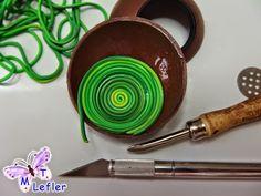 Aquí os dejo otro tutorial echo por María Teresa Lefler Camino Muchas Gracias  Materiales: - Arcilla Polimérica de color básico (nosotros hemos usado