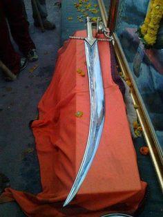 hambirrao mohites sword on pratapgad Shivaji Maharaj Painting, Free Video Background, Shivaji Maharaj Hd Wallpaper, Marathi Calligraphy, Holi Wishes, Great Warriors, Ganesha Art, Hindus, Royal Fashion