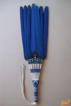 Blue hyacinth macawa fan Native American Church, Native American Regalia, Native American Beadwork, Feather Crafts, Feather Art, Native Design, Nativity Crafts, Native Beadwork, Peyote Patterns