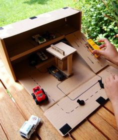 Roundup of some great kiddo projects/activities using cardboard boxes. So fun! @Babble