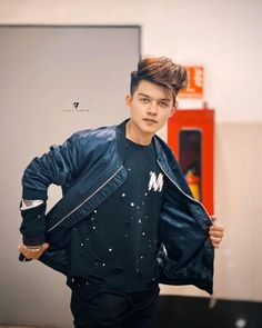 Riyaz Aly is an social media influencer/Model his born on 14 september 2003 in Jaigaon, Bhutan And TikTok video India is My Country had given him popularity Cute Boy Photo, Photo Poses For Boy, Poses For Men, Mens Poses, Photoshoot Pose Boy, Handsome Celebrities, Dear Crush, Cute Girl Wallpaper