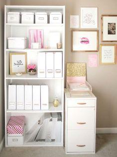 Sette consigli pratici per aiutarti a organizzare la scrivania in modo chic. Tenerla ordinata, pulita e personalizzata ti aiuterà a vivere meglio.