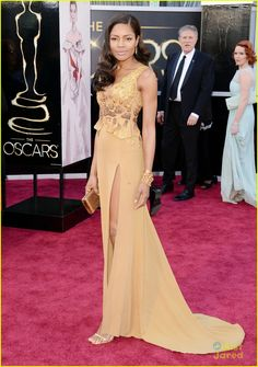 Naomie Harris - Oscars 2013 Red Carpet--Such a pretty color on her.