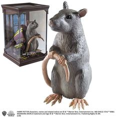 The statue of Crosta, Ron's cute house mouse, joins the new Noble Collection line inspired by the magical creatures of the Harry Potter saga. The Noble Collection is proud to announce a new range of Magical Creatures inspired by the Harry Potter Movies.