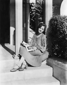 On old #Portrait of Women Reading by  #MaryAstor ...