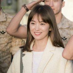 Song Hye Kyo Hair, Song Hye Kyo Style, All Korean Drama, Korean Drama Series, Korean Actresses, Korean Actors, Actors & Actresses, Full Fringe Hairstyles, Song Joong Ki Birthday