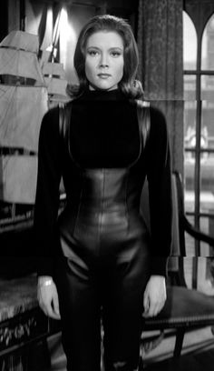 The Avengers : Fashion Guide to Series 4 : 1 Emma Peel, Dame Diana Rigg, Diana Dors, Diana Riggs, Celebrity Twins, Avengers Girl, Photography Movies, Pin Up Girl Vintage, Julie Christie