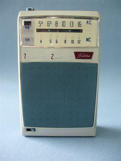 Toshiba Medium Waves, Short Waves, Lps, Le Radio, Spark Gap, Pocket Radio, Receptor, Retro Clock, Retro Radios